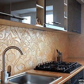 фартук над рабочей поверхностью кухни